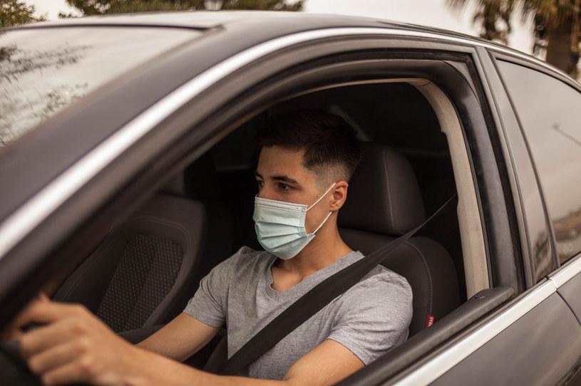 Koszty tankowania w ostatnich dniach budzą w kierowcach coraz więcej emocji /123RF/PICSEL