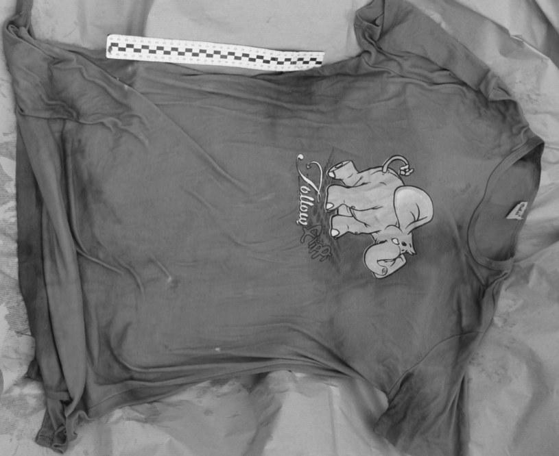 Koszulka znaleziona w torbie z noworodkiem /Policja