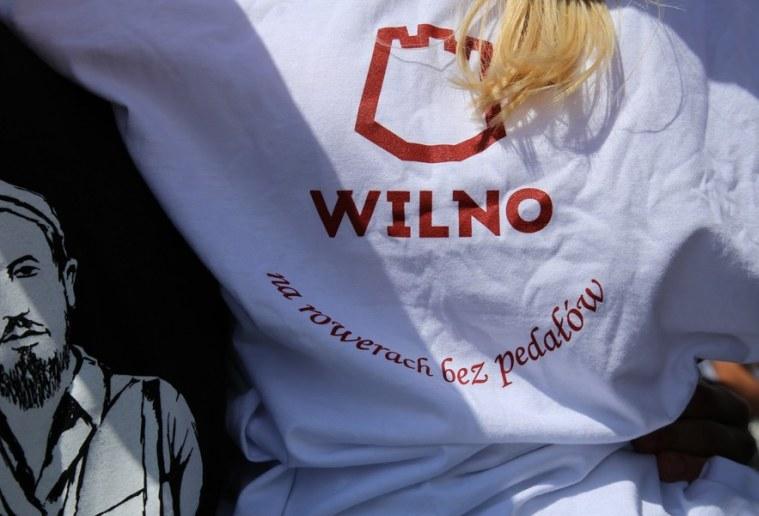 Koszulki miały na sobie osoby uczestniczące w niedawnym zlocie turystycznym polskich organizacji na Litwie /Twitter