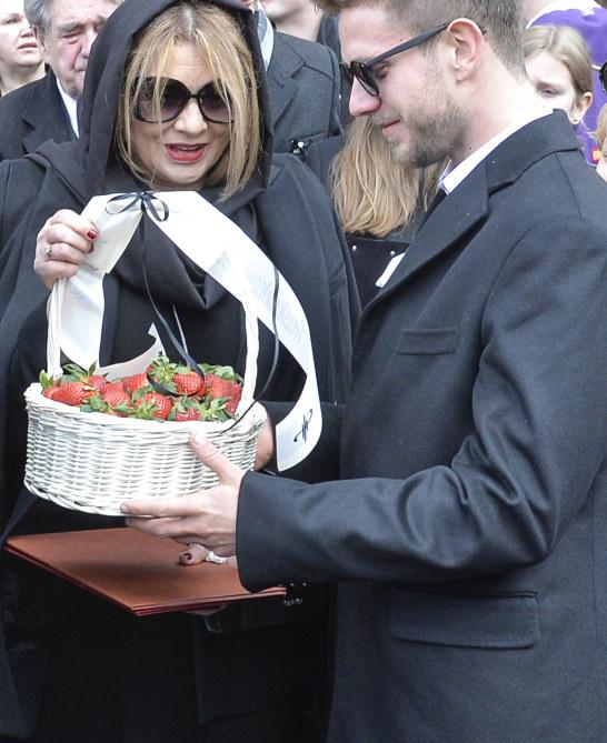 Koszyk od Magdy przejęła wdowa /AKPA /AKPA