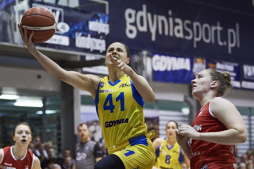 Koszykarka Arki Gdynia Barbora Balintova (z piłką) /Adam Warżawa /PAP