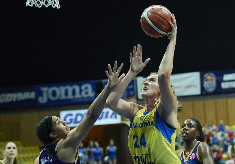 Koszykarka Arki Gdynia Marie Gulich (P) i Gabby Williams (L) z BLMA Montpellier / Adam Warżawa    /PAP