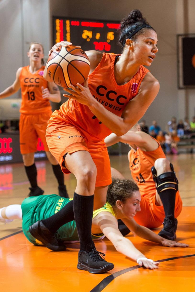 Koszykarka CCC Polkowice Alysha Clark podczas meczu Euroligi z Sopronem Basket /Maciej Kulczyński /PAP