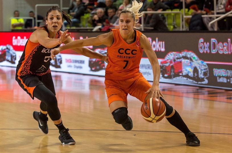 Koszykarka CCC Polkowice Elina Babkina (P) i Cristina Ouvina (L) z Bourges Basket /Maciej Kulczyński /PAP