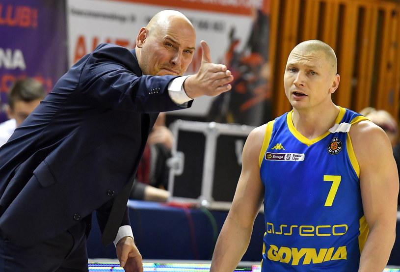 Koszykarz Asseco Arki Gdynia Krzysztof Szubarga i trener Przemysław Frasunkiewicz / Piotr Polak    /PAP