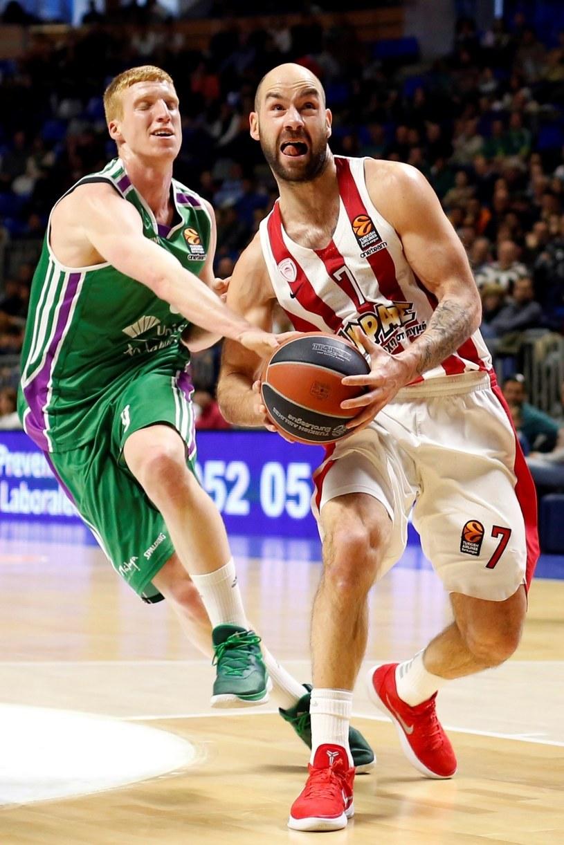 Koszykarz Unicai Alberto Diaz (z lewej) i Vassileios Spanoulis z Olympiakosu /PAP/EPA