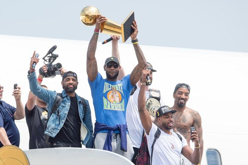 Koszykarze Cavaliers, z pucharem LeBron James /AFP