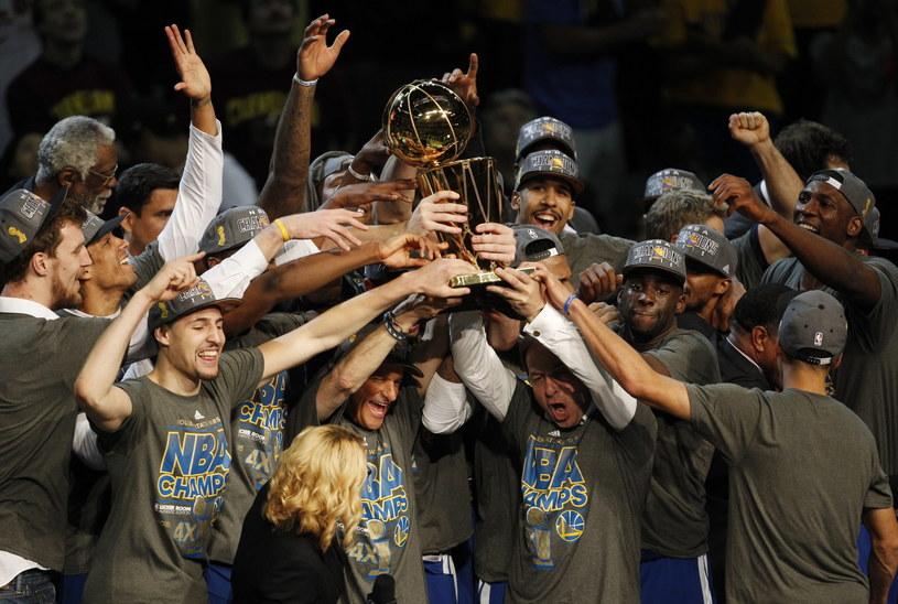 Koszykarze Golden State Warriors po 40 latach znów mistrzami NBA /PAP/EPA