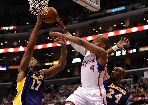 Koszykarze Los Angeles Lakers (w ciemnych strojach) przegrali z Los Angeles Clippers /AFP