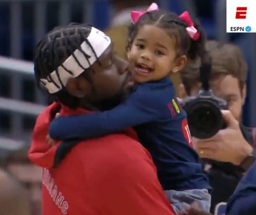 Koszykarze NBA z dziećmi/ Źródło: Twitter - ESPN /
