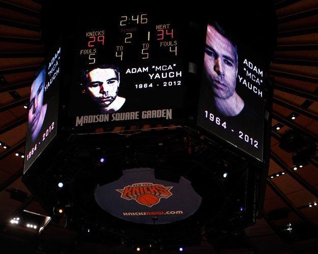 Koszykarze New York Knicks oddali hołd zmarłemu artyście fot. Jeff Zelevansky /Getty Images/Flash Press Media