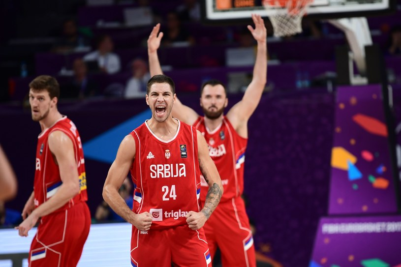 Koszykarze Serbii cieszą się z awansu do finału mistrzostw Europy /AFP
