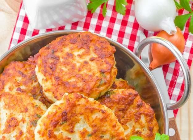 Kotleciki parówkowe to świetny pomysł na obiad dla całej rodziny /123RF/PICSEL