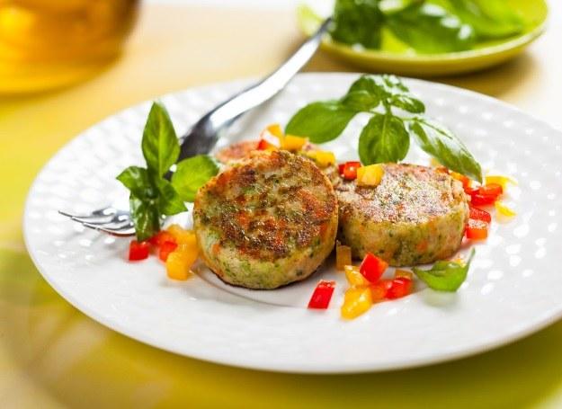 Kotleciki warzywne - propozycja nie tylko dla wegetarian /123RF/PICSEL