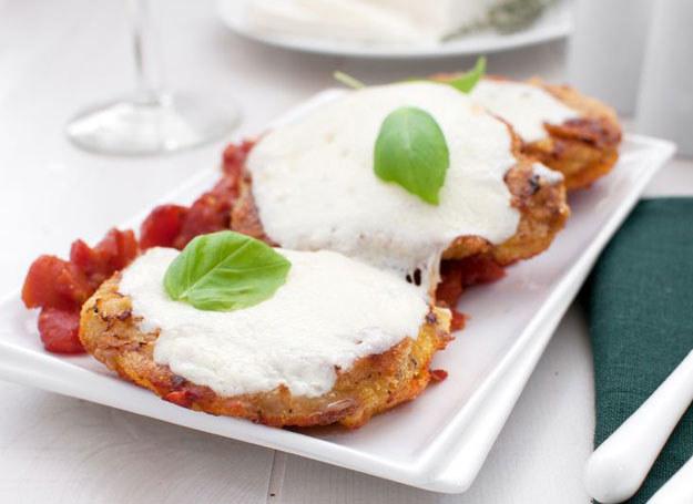 Kotlety z pomidorami i mozzarellą /123RF/PICSEL