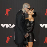 """Kourtney Kardashian i Travis Barker całują się """"z języczkiem""""! Intymne czułości na ściance!"""
