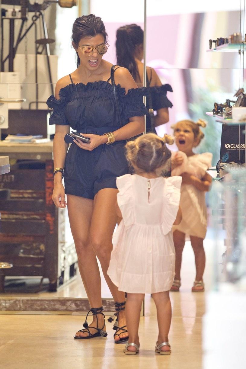 Kourtney Kardashian z córką /Splash News /East News