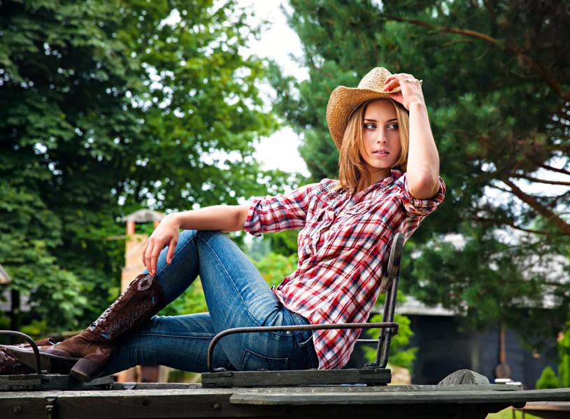 Kowbojki to wygodne i praktyczne obuwie jest podstawą wielu stylizacji country /123RF/PICSEL