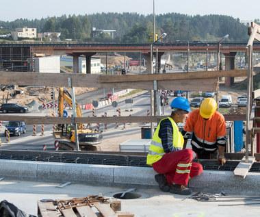 KPO: Bez miliardów euro z Unii polska gospodarka będzie rozwijała się wolniej