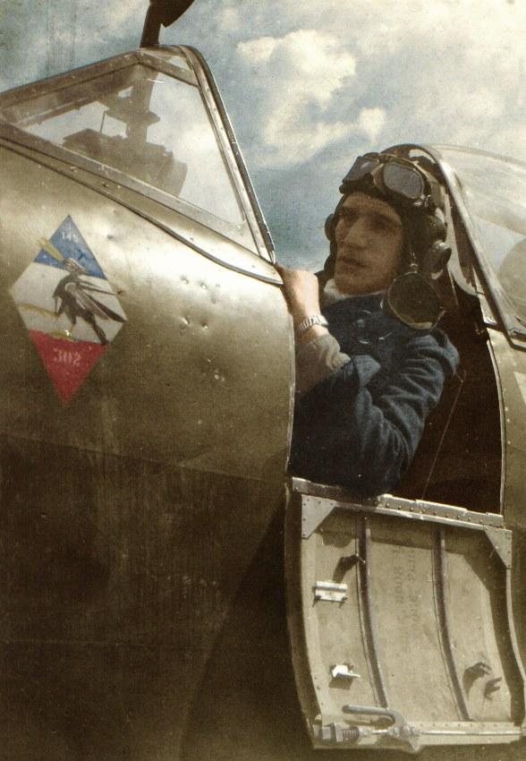 Kpr. pchor. Mieczysław Krysakowski, w kabinie samolotu Spitfire LF.XVI /materiały prasowe