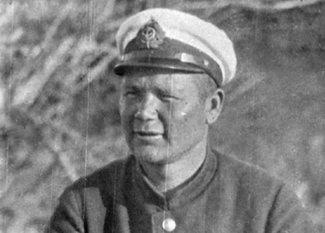 Kpt. Edward Lucht jako dowódca 68. Samodzielnej Eskadry Wodnopłatowców Rzecznych /Archiwum Marynarki Wojennej FR /materiały prasowe