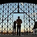 Kradzież w byłym obozie Dachau. Łupem padł fragment bramy