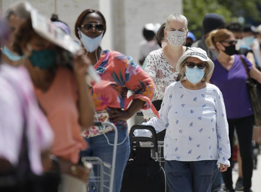 Kraje z obowiązkowymi szczepieniami przeciw gruźlicy łagodniej przechodzi pandemię /JOHN ANGELILLO /PAP/Newscom