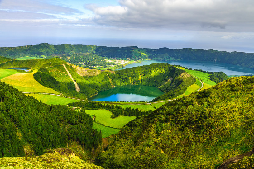 Krajobraz Azorów świadczy o ich wulkanicznej historii /123RF/PICSEL