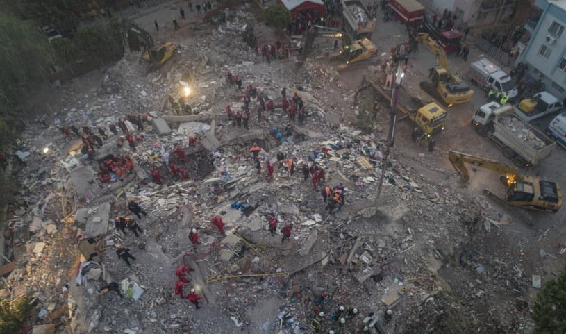 Krajobraz po przejściu trzęsienia ziemi w Izmirze w Turcji /ERDEM SAHIN /PAP/EPA
