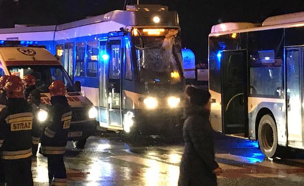 Kraków: Autobus zderzył się z tramwajem. 7 poszkodowanych w szpitalu