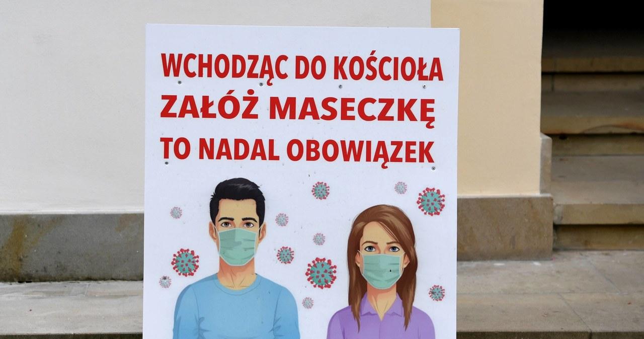 """<a href=""""https://www.rmf24.pl/raporty/raport-koronawirus-z-chin/polska/news-krakow-bazylika-jezuitow-zamknieta-powodem-koronawirus,nId,4730820"""">Kraków: Bazylika jezuitów zamknięta. Powodem koronawirus</a> thumbnail  Tysiące nauczycieli nie wróciły po wakacjach do szkół. Boją się koronawirusa? 000AHOFRBPM17Y9F C461"""