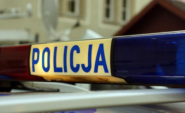 Kraków: Chciał wyrwać broń funkcjonariuszowi. Policja postrzeliła 25-latka