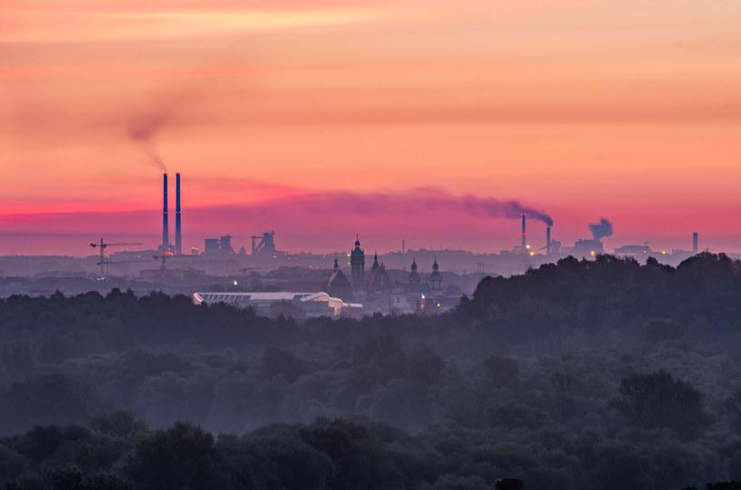 Kraków od lat z sukcesem walczy ze smogiem /123RF/PICSEL