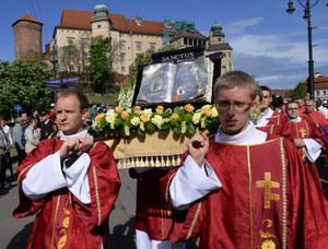 Kraków: Procesja z Wawelu na Skałkę