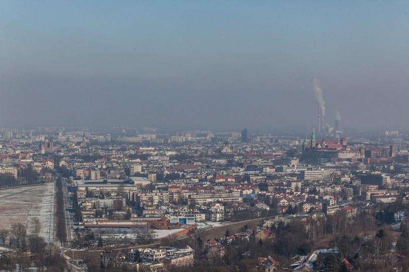 Kraków skąpany w smogu