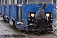 Kraków: Symulacja wypadku z udziałem rowerzysty