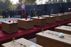 Kraków: Szczątki ofiar hitlerowców złożono w zbiorowej mogile