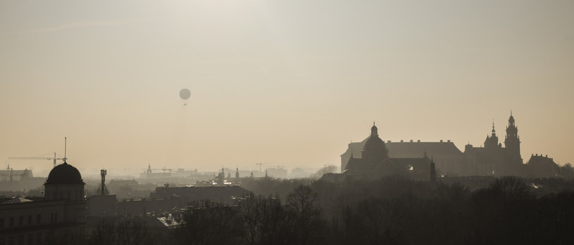 Kraków: Zanieczyszczenie powietrza przekracza dopuszczalne normy /Beata Zawrzel /Reporter