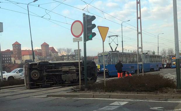 Kraków: Zderzenie karetki i autobusu na Rondzie Grunwaldzkim