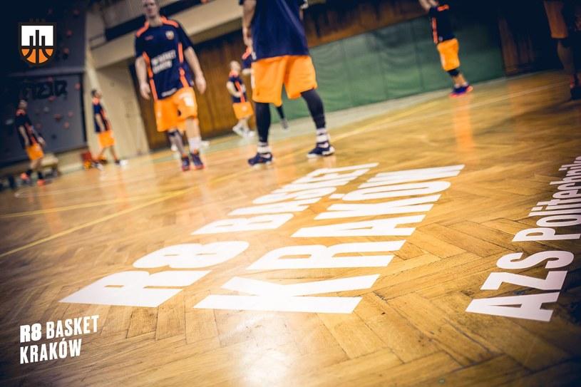 Krakowianie wrócili na właściwe tory i po porażce w Jaworznie, wygrali przed własną publicznością /R8 Basket AZS Politechnika Kraków /