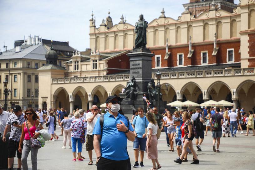 Krakowski rynek; zdjęcie wykonane pod koniec lipca /Beata Zawrzel /Reporter