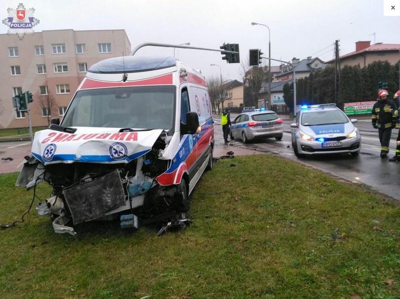 Kraśnik: Zderzenie karetki z samochodem osobowym /lubelska.policja.gov.pl /