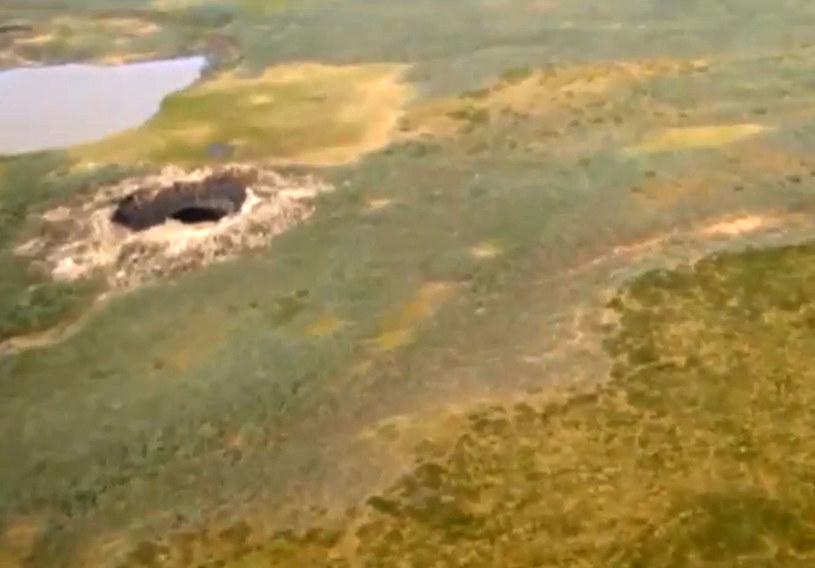 Krater, który pojawił się w 2014 r. Fot. Carers News /Agencja FORUM