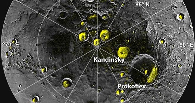 Kratery w okolicach bieguna północnego Merkurego, od których silniej odbijają się fale radiowe podczas obserwacji radarowych. /materiały prasowe