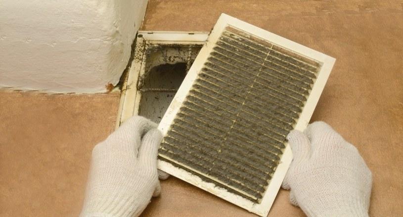 Kratka wentylacyjna wymaga regulacyjnego czyszczenia /123RF/PICSEL