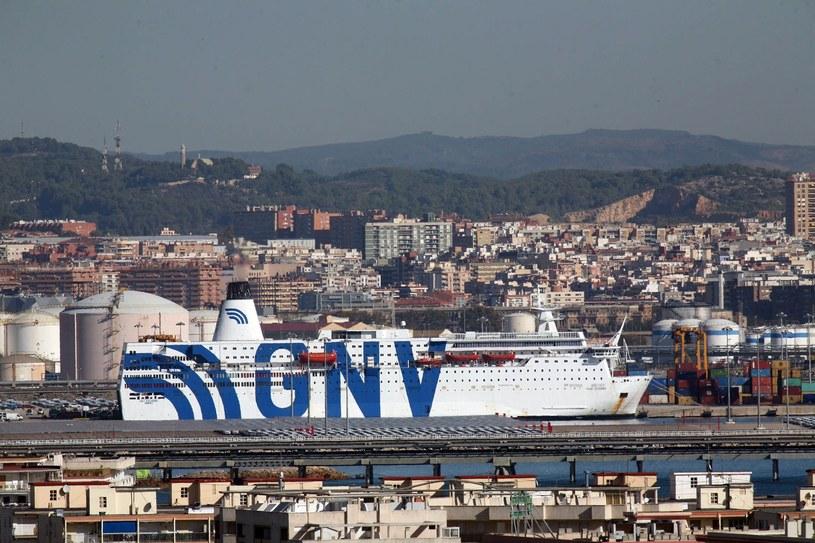 """Krążownik """"Azzurra"""", na którym przebywają hiszpańscy policjanci /JAUME SELLART /PAP/EPA"""