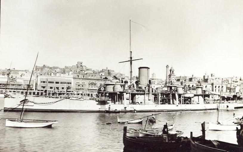"""Krążownik torpedowo-taranowy HMS """"Polyphemus"""" w porcie La Valetta na Malcie /Royal Navy /materiały prasowe"""