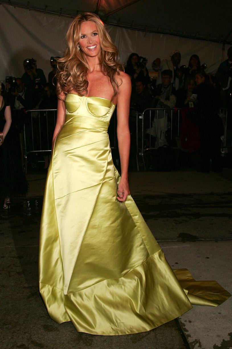 Kreacja Elle Macpherson - uznana za najpiękniejszą w roku 2005  /Getty Images/Flash Press Media