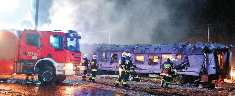 Kręcenie katastrofy pod Żyrardowem okazało się dla aktorów i ekipy niezapomnianą przygodą: – To największe realizacyjnie przedsięwzięcie drugiego sezonu – mówi Maciej Dejczer /Tele Tydzień
