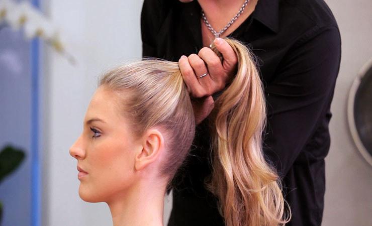 Kręcone włosy pielęgnacja /© Photogenica